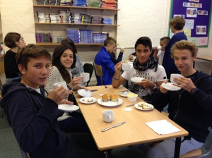 During the first week, the students enjoyed a very English afternoon by drinking tea and eating scones, whilst speaking in their finest English accents. Hugh Grant would have been proud.